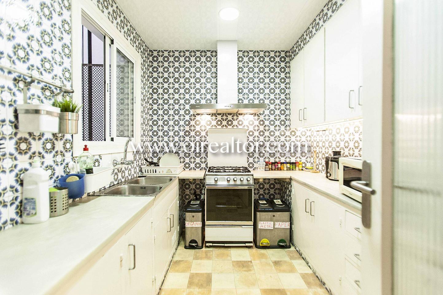 cocina, cocina equipada, campana extractora, fogones, cocina de gas,