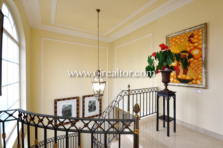 Escalera, pasillo, luminoso, acogedor, diseño