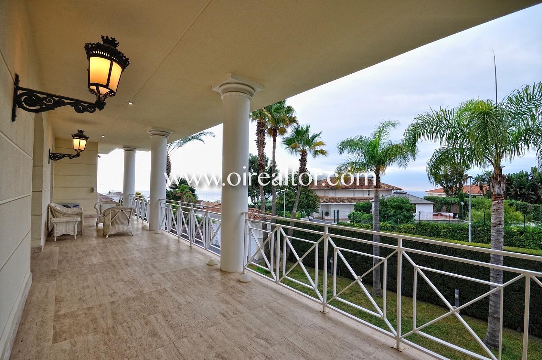 Terraza, luz, espaciosa, terrza grande, vistas, palmeras, vistas a la ciudad,