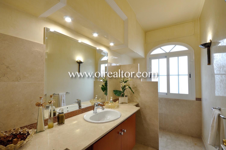 baño completo, baño, bañera, baño equipado, baño con ventana, luminoso