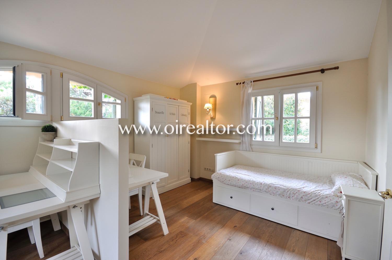 dormitorio simple, habitación simple, dormitorio, habitación, cama,