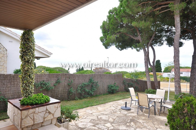 jardín, mesa y sillas, aire libre, exteriores, césped,