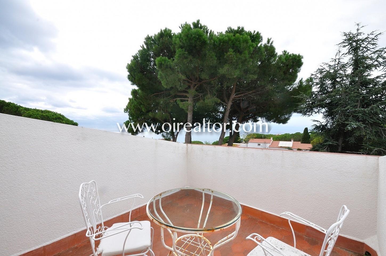 terraza, mesa y sillas, aire libre, vistas