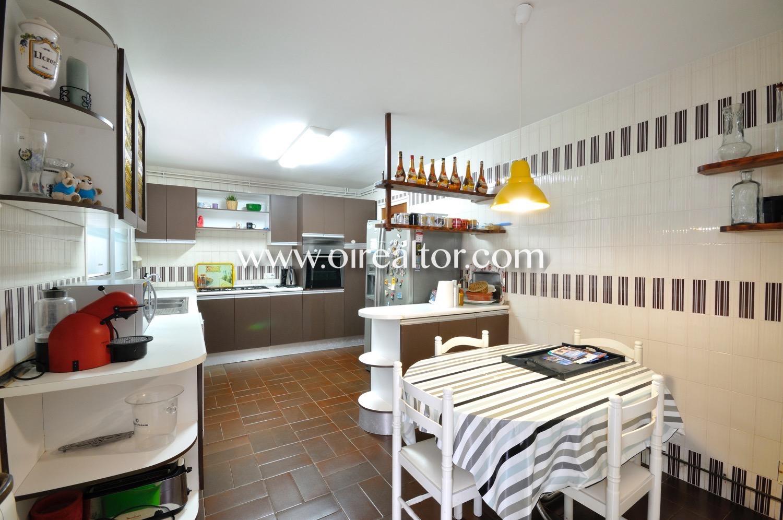 Cocina, cocina equipada, electrodomésticos, cocina con electrodomésticos, horno, campana extractora