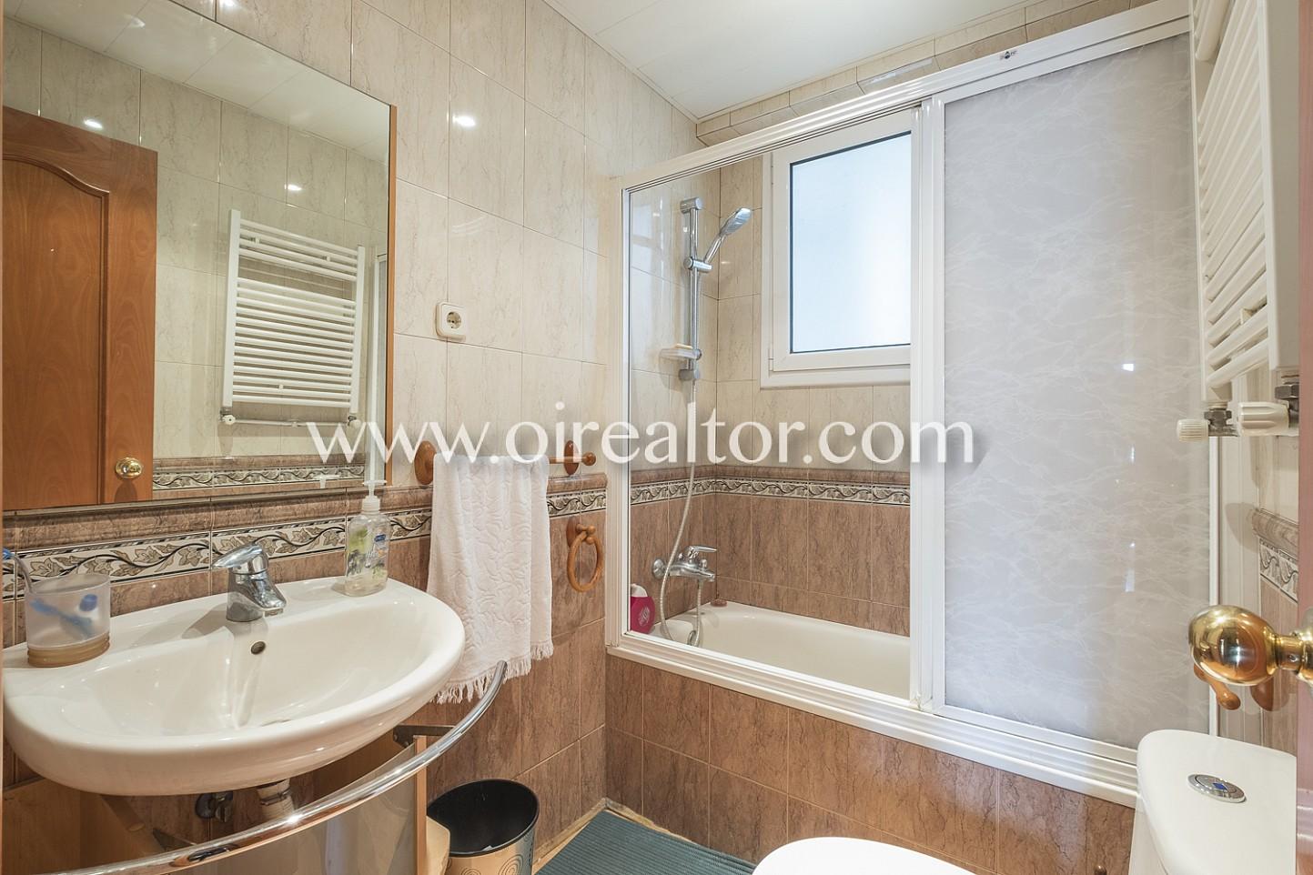 Baño, bañera, baño completo, luminoso, iluminado, soleado, baño equipado
