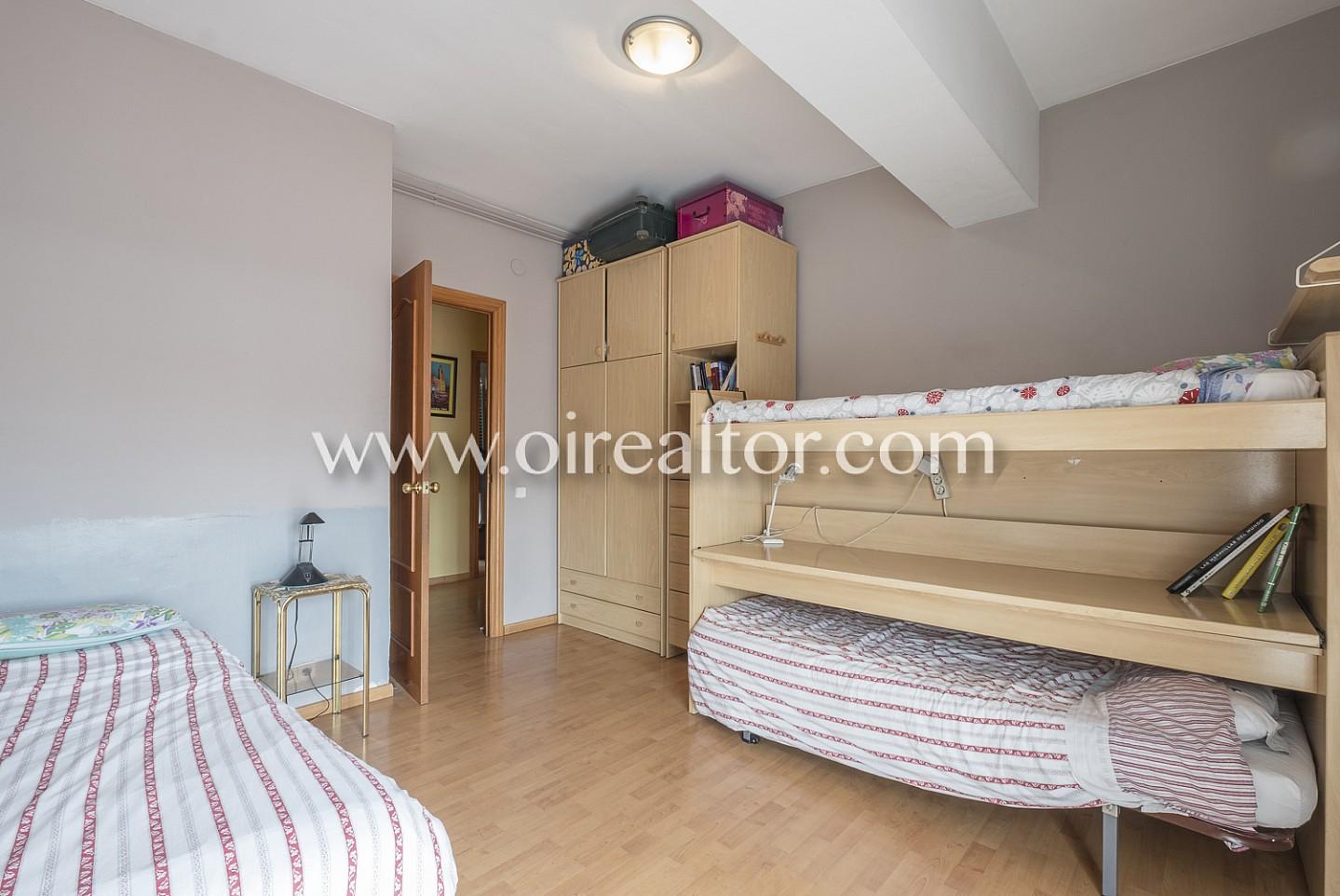 Dormitorio, dormitorio doble, dormitorio principal, cama, cama doble. luminoso