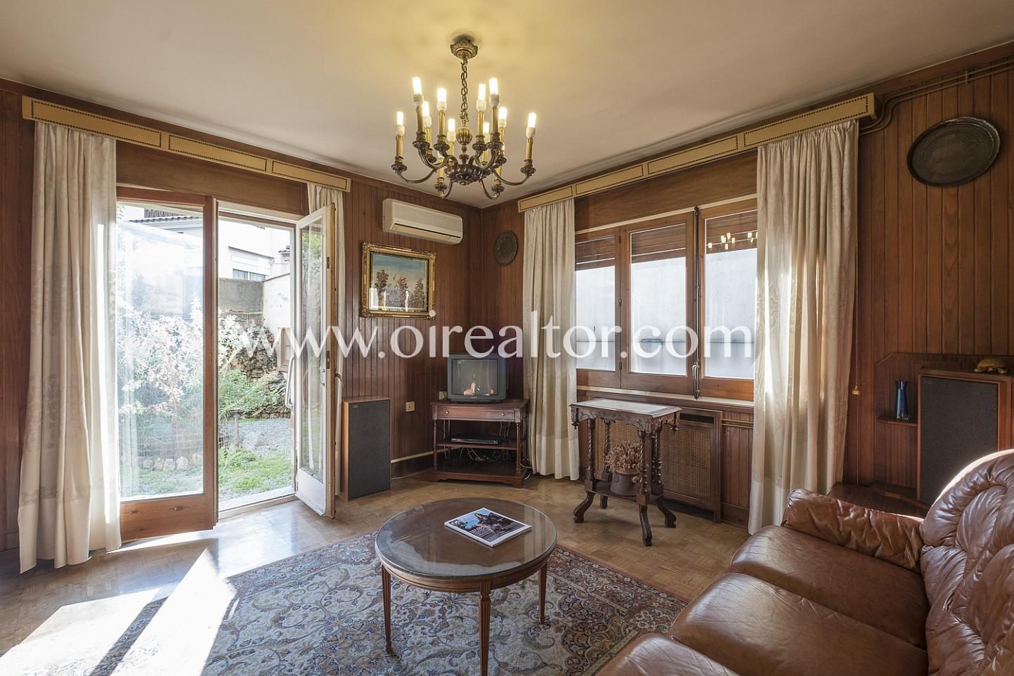 salón, salón comedor, sofá, lámpara, salón clásico, salón señorial