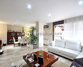Продается элегантная квартира-дуплекс в урбанизации Canyet в Бадалоне