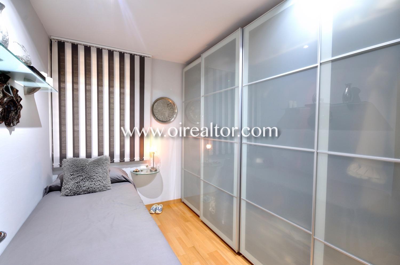 Dormitorio indivudual, habitación simple, cama, armario,
