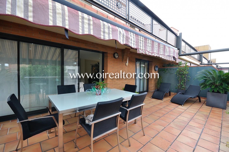 Terraza, terraza con mesa, aire libre, comidas y cenas, comidas, plantas, piso dúplex