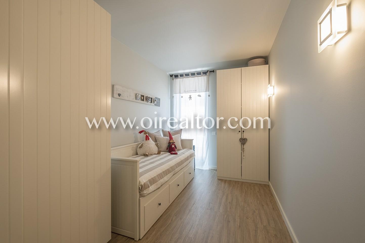 Dormitorio, habitación simple, dormitorio amplio, luminoso,