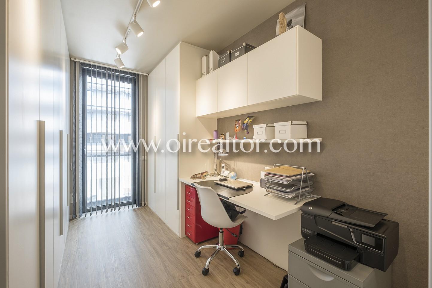 Despacho, habitación simple, escritorio,