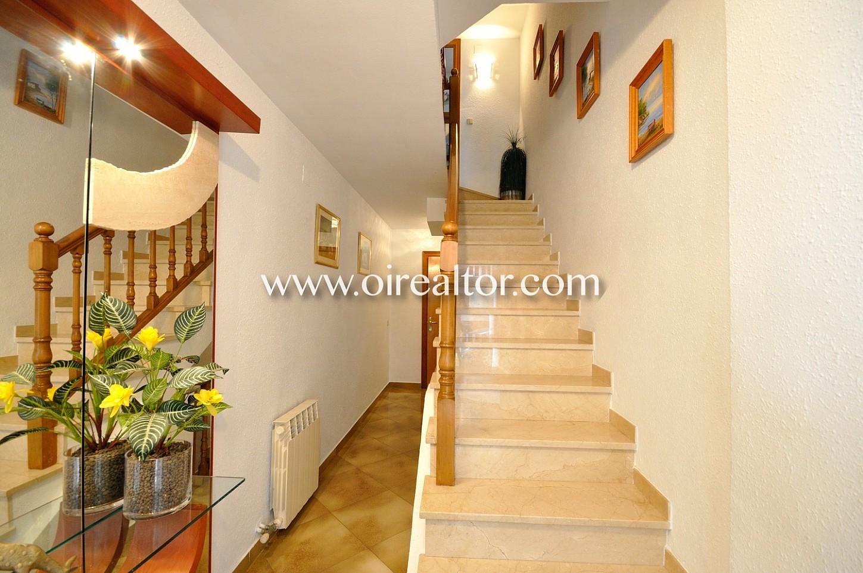 escalera, luminoso, elegante, dos plantas, casa adosada, casa,