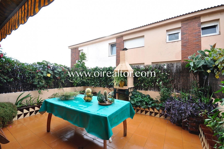terraza, terraza con toldo, toldo, mesa y sillas, terraza con barbacoa, barbacoa, casa adosada