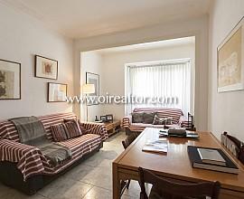 Bonic pis en venda a finca clàssica a Gran de Gràcia, Barcelona