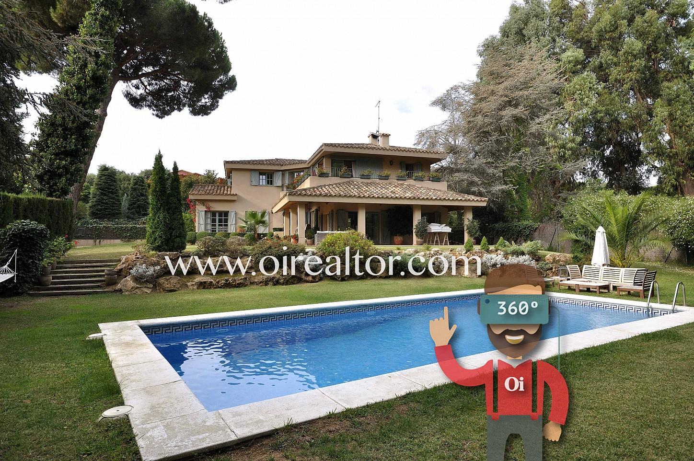 piscina, piscina privada, jardín, jardín con picina, casa con jardín, fachada, casa con piscina