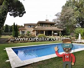 Exclusiva casa d'estil provençal al costat del Golf a Llavaneres