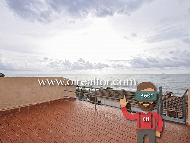 Adosada en venta a un minuto de la playa en el centro de Masnou, Maresme