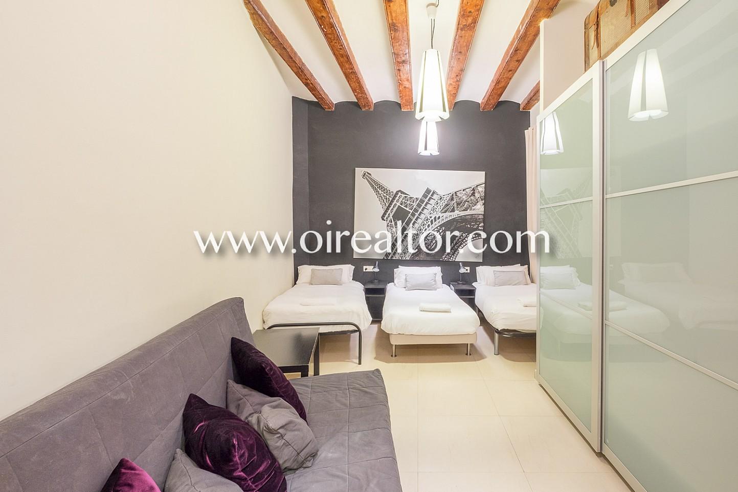 habitación triple, cama, camas, habitación grande, vigas vistas, dormitorio, dormitorio de diseño