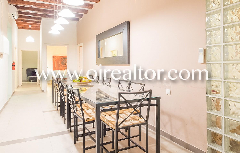 comedor, comedor amplio, luminoso, vigas vistas, piso de diseño, finca regia