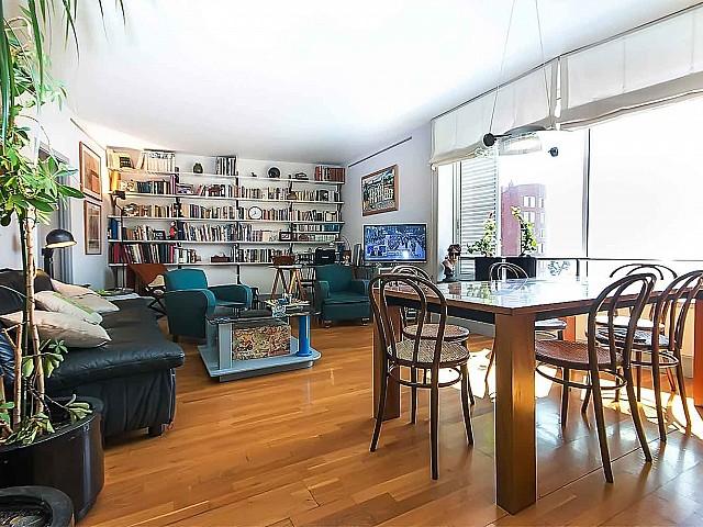 Lumineuse et spacieuse salle à manger dans un appartement en vente à Barcelone