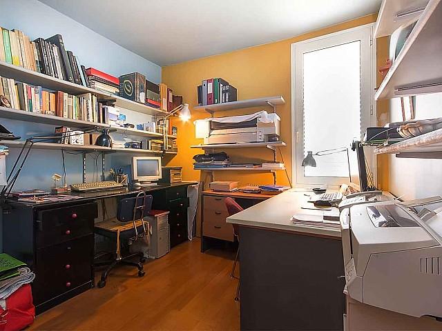 Arbeitszimmer in Luxus-Ferienwohnung zur Miete in Vila Olimpica in Barcelona