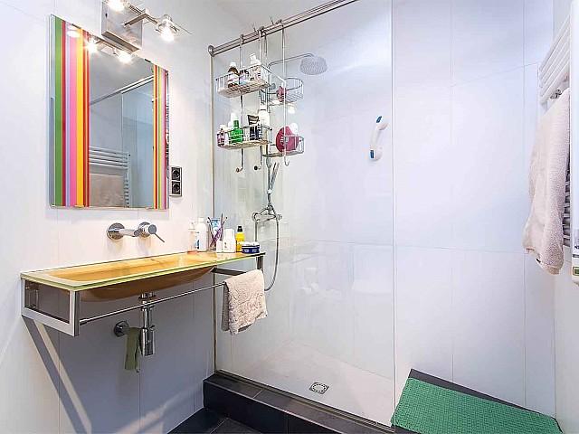 Badezimmer in Luxus-Ferienwohnung zur Miete in Vila Olimpica in Barcelona