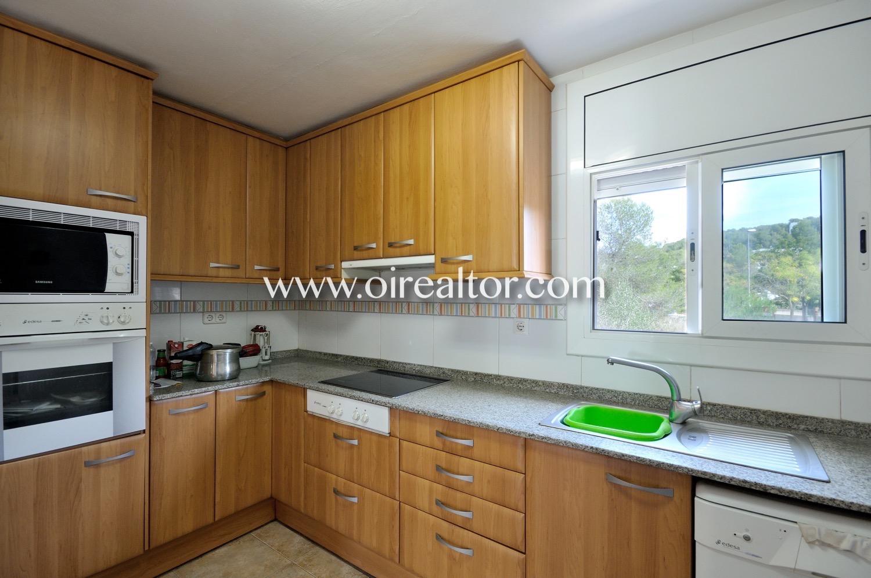 cocina, cocina equipada, electrodomésticos, cocina con electrodomésticos, vitrocerámica, cocian con vitrocerámica, luminoso
