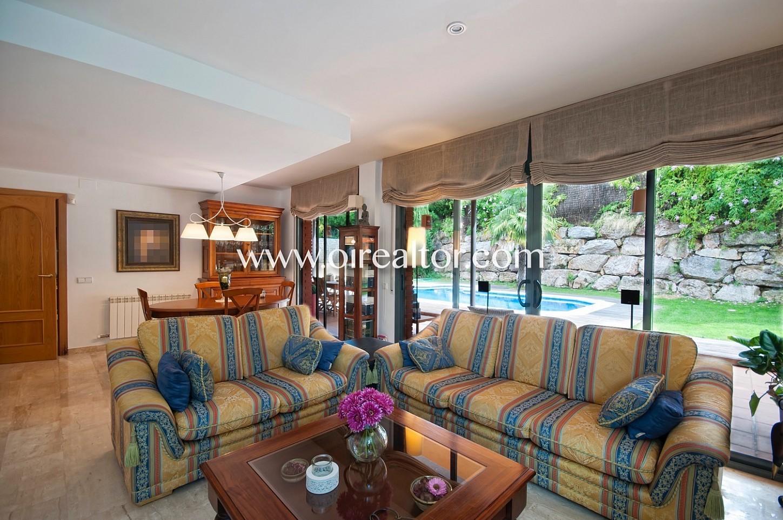 salón comedor, salón, comedor, piscina, jardín, soleado, luminoso, chimenea