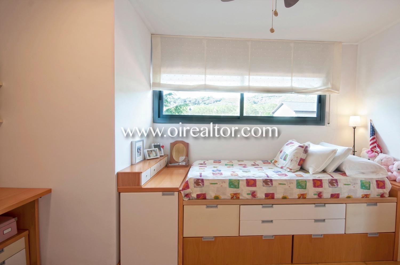 dormitorio simple, dormitorio, habitación individual, luminoso, soleado