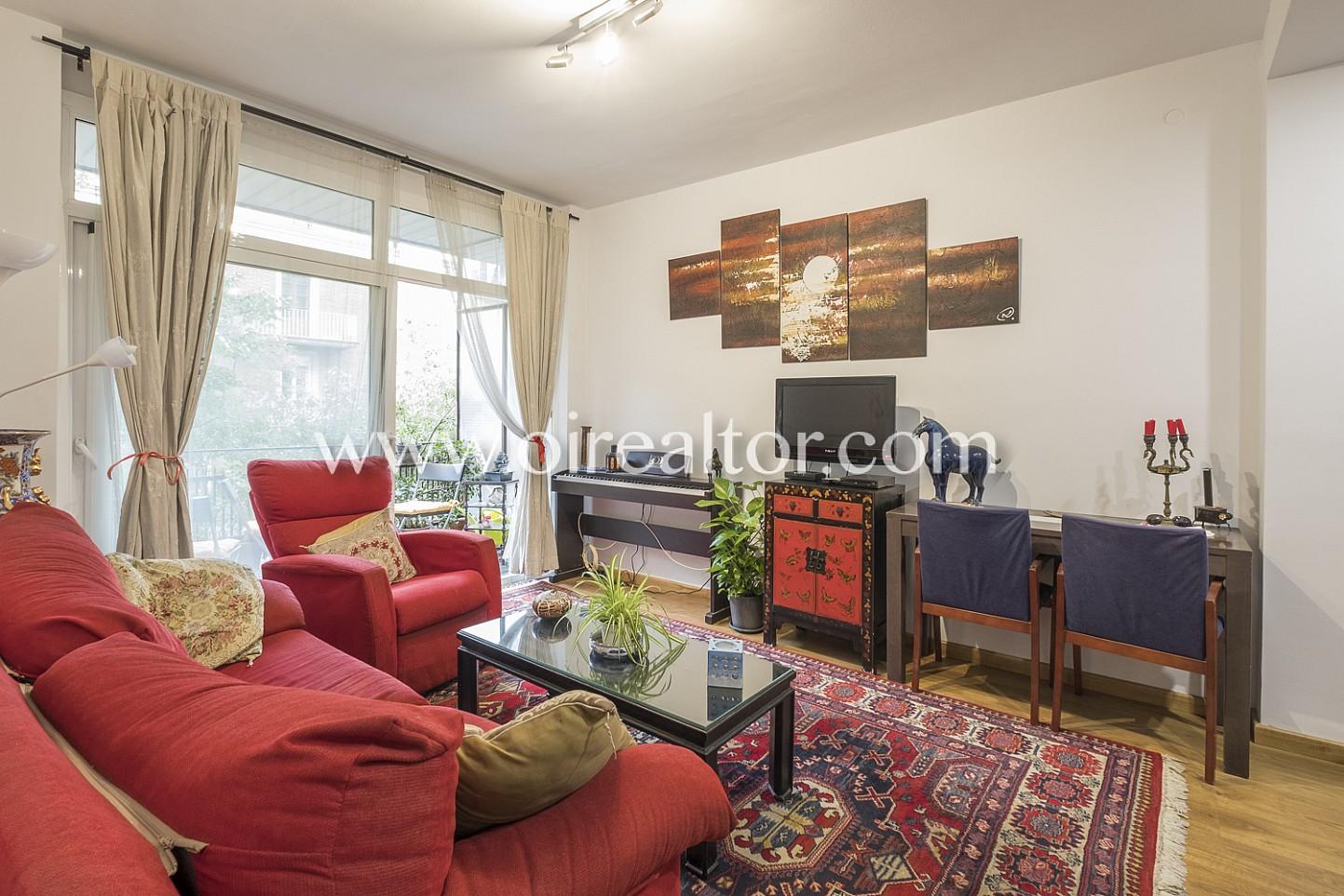 salón comedor, salón, sala de estar, sofás, piano, piso, soleado, salón con terraza