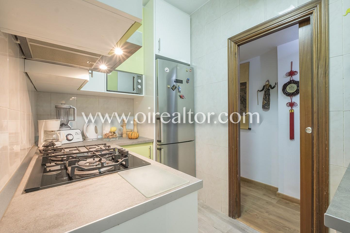 cocina, cocina equipada, electrodomésticos, campana extractora, cocina de gas