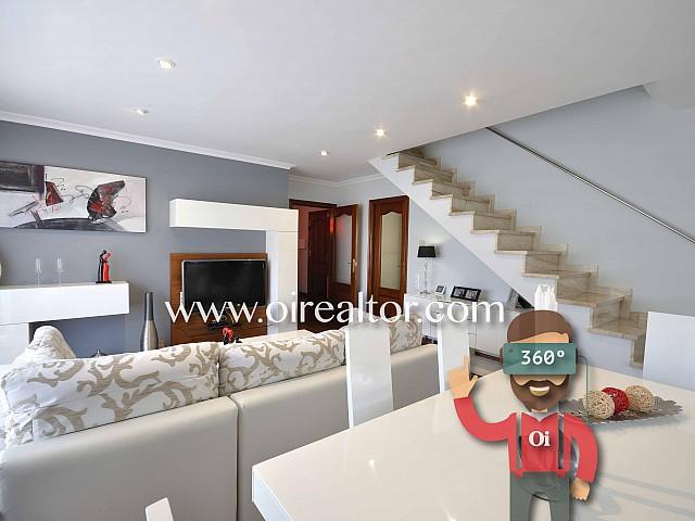 Ático dúplex de diseño en venta con terraza y vistas al mar en Mataró