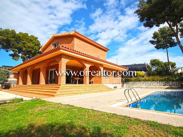 Exclusiva casa independiente en la prestigiosa Urb. Montemar en Castelldefels