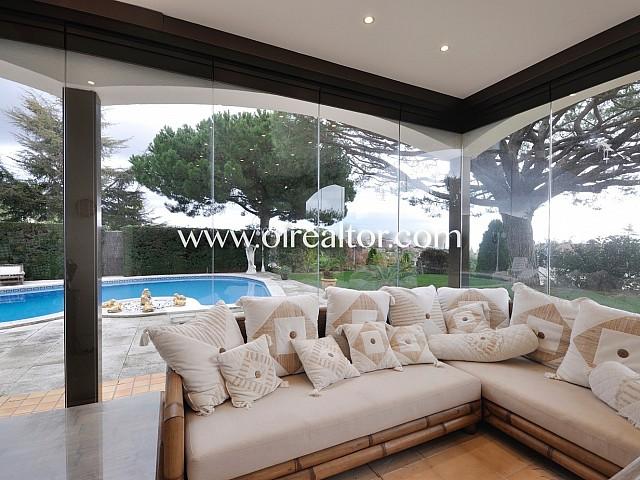 Elegante y exclusiva casa en venta con preciosas vistas al mar en Alella, Maresme