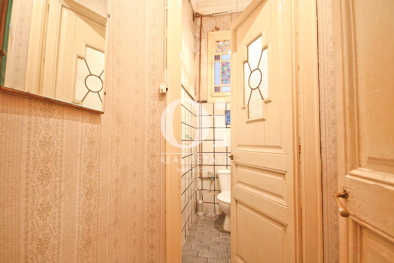 Detalle de las puertas en piso de lujo Modernista en zona del Eixample de Barcelona