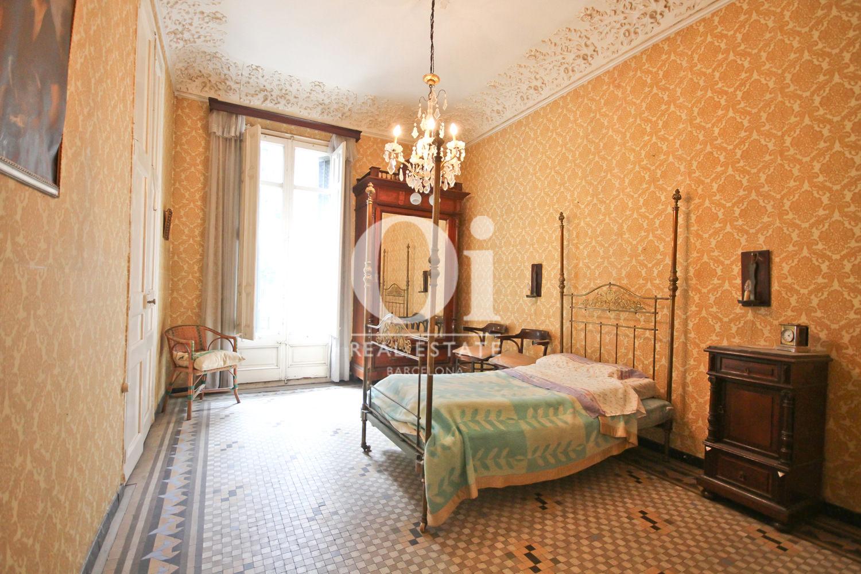 Wunderschönes Schlafzimmer in luxuriösem Appartement zum Kauf in Calle Provença in Barcelona