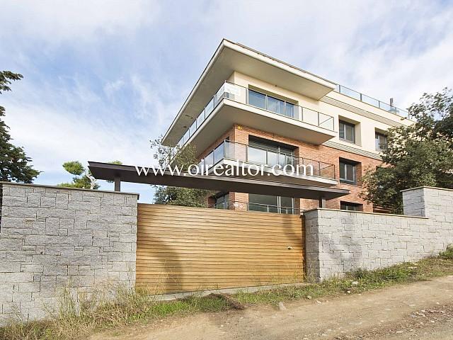 Venta de conjunto de 2 casas unifamiliares sobre parcela 1.317 m2 en Vallvidrera