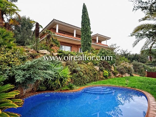Preciosa casa a 4 vents de lloguer amb piscina a Valldoreix, Sant Cugat