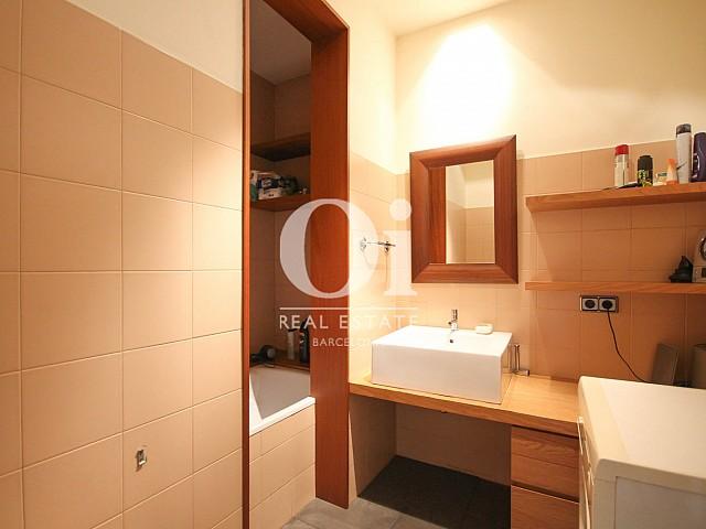 Baño completo en apartamento en venta en Eixample de Barcelona