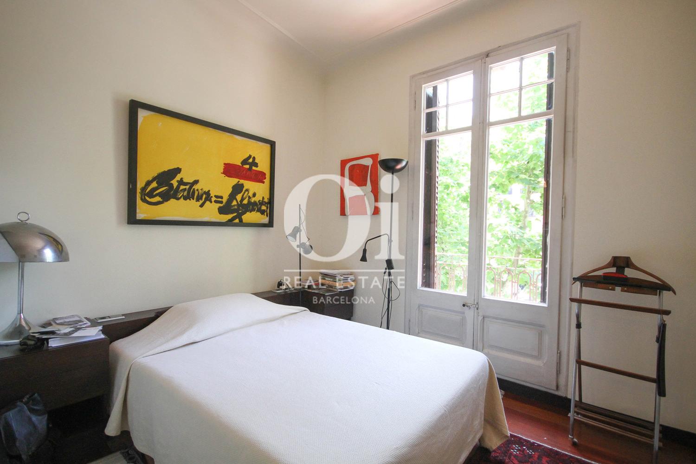 Schlafzimmer in luxuriöser Wohnung zum Verkauf in Calle Muntaner