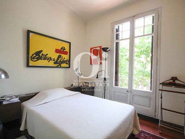 Dormitorio luminoso doble en apartamento en venta en eixample de Barcelona