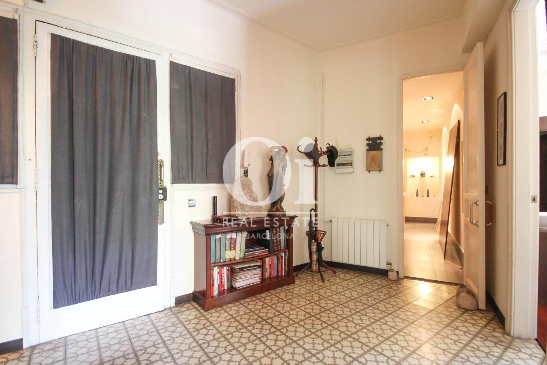Hall d'entrée dans un appartement en vente à Barcelone