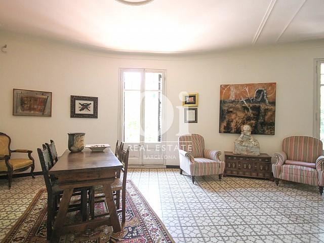 Salon en apartamento de lujo modernista en venta en Eixample, Barcelona-salon comedor