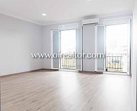Продается квартира с ремонтом в Саграда Фамилия, Барселона