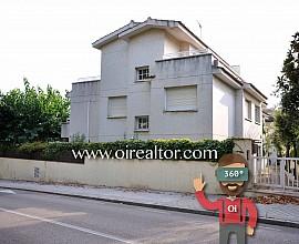Venta de casa adosada a tres vientos en el centro de Sant Andreu de Llavaneres