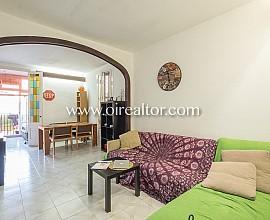 Продается квартира в районе Вила де Грасия, Барселона