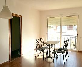 Продается светлая квартира в районе Саграда Фамилия