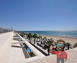 Продаются апартаменты на первой линии от моря в Кубельес, Коста Дорада