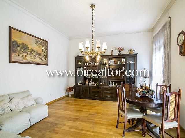 Flat to RENOVATE for sale in a 'finca regia' with a terrace in Eixample Dreta